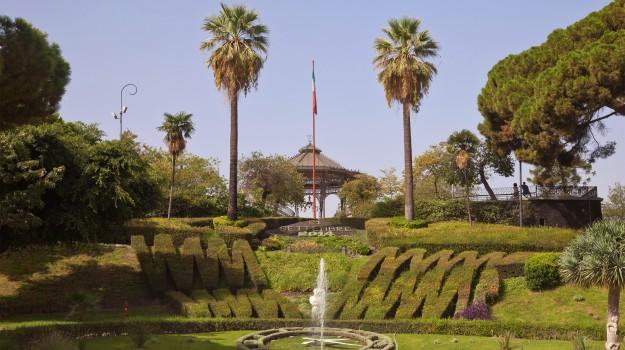 abusi bagno pubblico catania, abusi sessuali catania, Catania, Cronaca