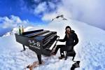 Suona a 4.460 metri di altezza, in Valle d'Aosta il concerto per pianoforte più alto del mondo
