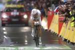 Sul bagnato Thomas si aggiudica la prima tappa del Tour de France