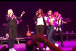 "Melanie C ""tradisce"" le Spice Girls: eccola sul palco insieme alle All Saints"