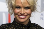 """Pamela Anderson e le rivelazioni piccanti: """"Ho contatti con Putin"""" - Video"""