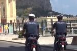 Poliziotti in bici contro gli scippatori a Palermo: due arresti per furti su un'auto