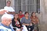Don Minutella rimosso, sit-in dei fedeli davanti alla chiesa a Romagnolo - Video