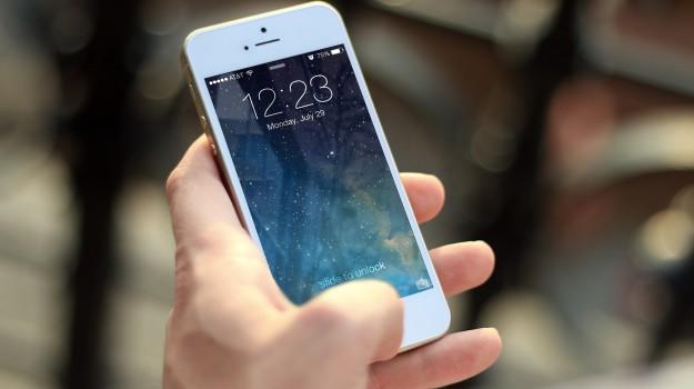 figli genitori tecnologia, smartphone bambino, Sicilia, Società