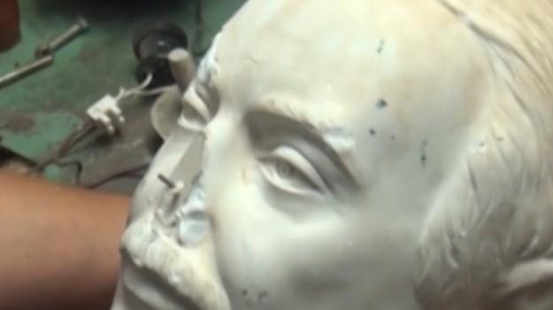 foto Falcone bruciata, statua falcone danneggiata, Palermo, Cronaca