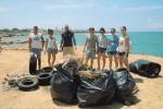 I volontari puliscono le spiagge tra Triscina e Selinunte