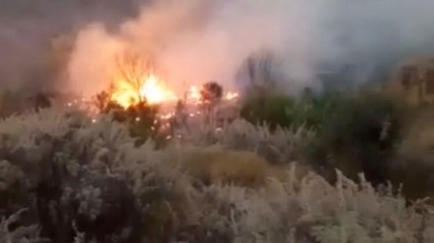 Incendi Sicilia, lipari fiamme incendio, Sicilia, Cronaca