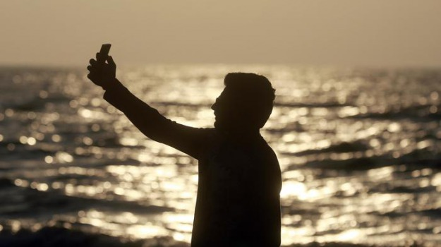passeggino in mare, selfie, Sicilia, Cronaca