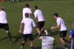 Gruppi di 5, palleggi e canestro nei bidoni: l'allenamento di Tedino - Video