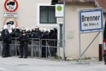 Migranti, restano in caserma i mezzi corazzati austriaci da schierare sul Brennero