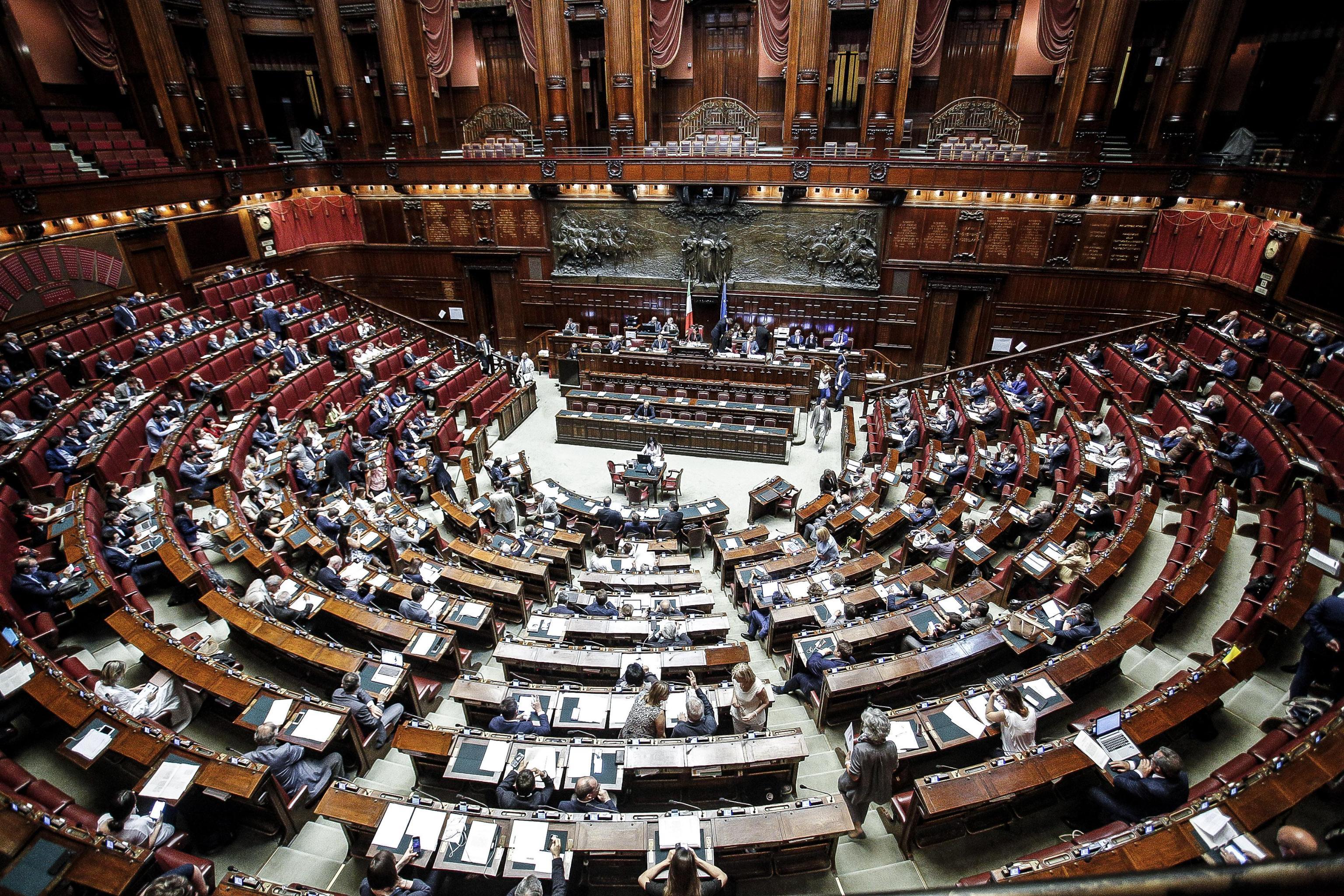Si vota lo stop ai vitalizi d 39 alema mastella pomicino for Composizione camera dei deputati
