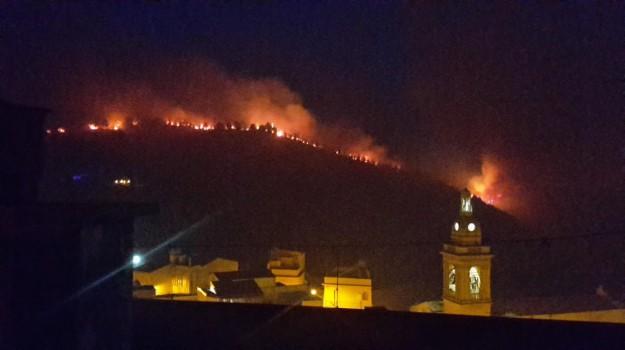 Incendio a Chiaramonte, Ragusa, Cronaca