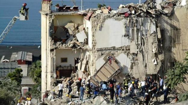 crollo palazzina torre annunziata, vigili del fuoco, Sicilia, Cronaca