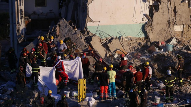 crollo torre annunziata, Sicilia, Cronaca