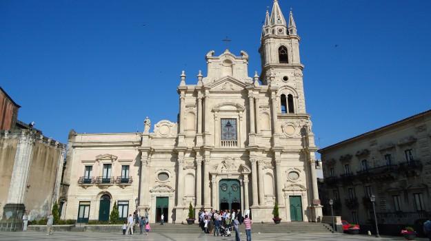 crollo duomo acireale, Catania, Cronaca