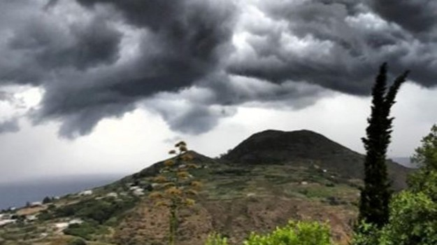 eolie maltempo, Lipari forte vento, siremar, Messina, Cronaca