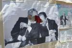 Rotto il busto e bruciata la foto di Falcone in due scuole di Palermo, Gentiloni: vigliacchi