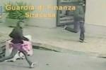 Rapina ad un centro scommesse a Siracusa, in due incastrati dalle telecamere
