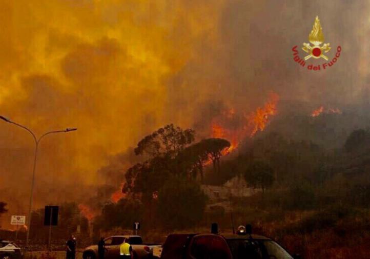 Messina, Caltanissetta, Enna e San Vito: la Sicilia brucia, interventi  senza fine - Giornale di Sicilia