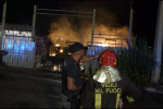 Due incendi nella notte a Palermo, le immagini dai depositi in fiamme