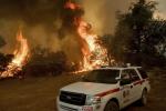 La California brucia ancora: oltre 8 mila persone costrette a lasciare le loro case