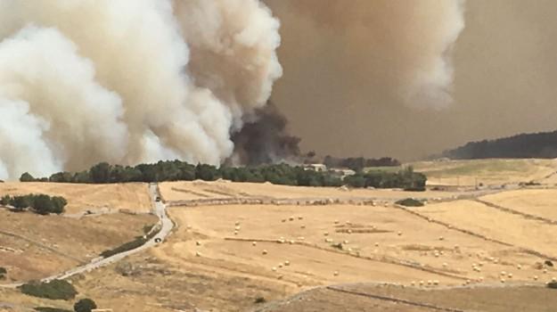 Incendi a Chiaramonte Gulfi, Ragusa, Cronaca