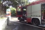 Sorpreso mentre appiccava un incendio in strada: arrestato 62enne a Siracusa