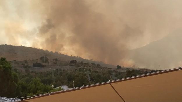 canadair, Incendi Sicilia, incendio calampiso, Sicilia, Cronaca