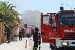 Incendio nel centro di Sciacca: case evacuate. A Giardini Naxos fiamme su A18 e ferrovia