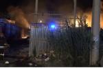 Due incendi, notte di fuoco a Palermo, in fiamme depositi di cassette di legno: si segue la pista dolosa