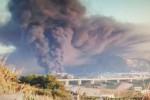 Le immagini dell'enorme nube di fumo dopo l'incendio di un deposito ad Alcamo - Foto