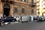 Furgone si ribalta a Palermo dopo lo scontro con un'auto: un ferito