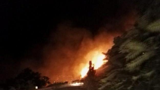 incendi a Lipari, Messina, Cronaca