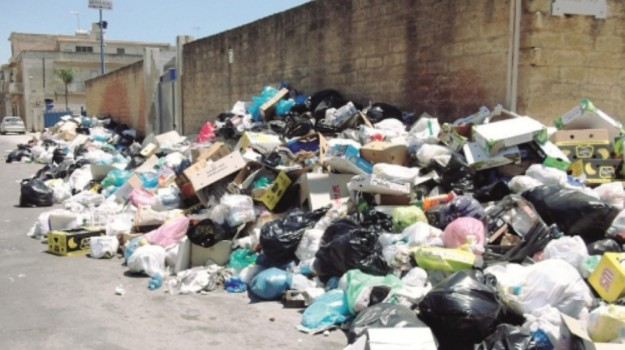 Emergenza rifiuti a Mazara, Trapani, Cronaca