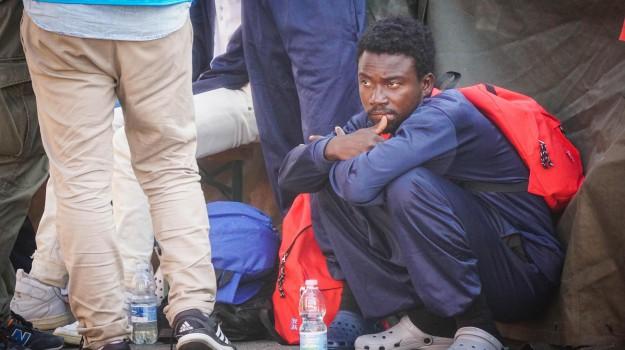 migranti in italia, richiedenti asilo, Sicilia, Economia