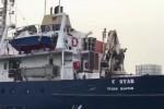 La nave anti-migranti non arriverà a Catania, fermati il comandante e il vice