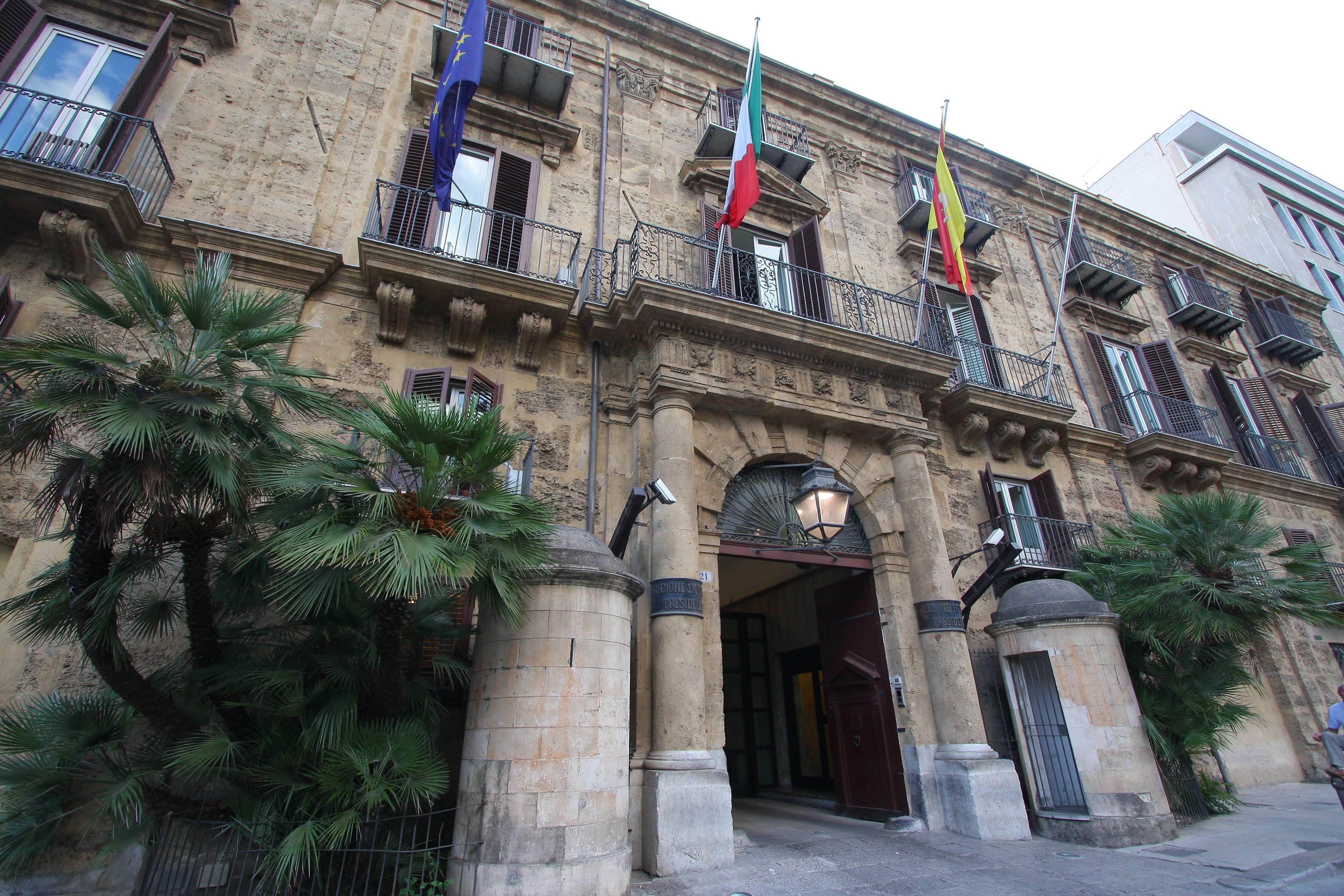 Legno Naturale Viale Regione Siciliana Palermo : Regione rinnovo dei contratti impiegati e dirigenti sul piede di