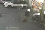Aggressione a Modica, picchiato e rapinato: due arresti
