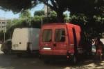 Furgoni per due giorni nei posti per disabili ad Agrigento, tolti dopo le proteste