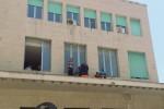 Netturbini senza stipendio occupano il comune a Gela
