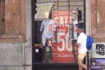 Saldi al via in Sicilia, shopping moderato: ogni famiglia spenderà in media 175 euro - Video