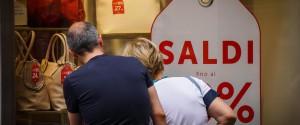 Saldi estivi sicuri, il vademecum dei consumatori: occhio agli sconti troppo alti