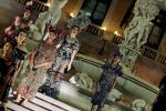 Palermo e D&G, un abbraccio lungo una notte: le immagini della sfilata da piazza Pretoria - Video