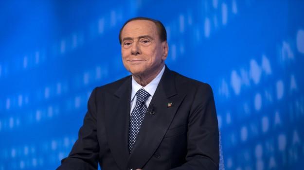 emergenza migranti, forza italia, Silvio Berlusconi, Sicilia, Politica