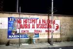 A Palermo striscioni dei centri sociali contro gli hotspot per migranti