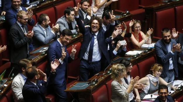 stop vitalizi, vitalizi, vitalizi camera, Sicilia, Politica