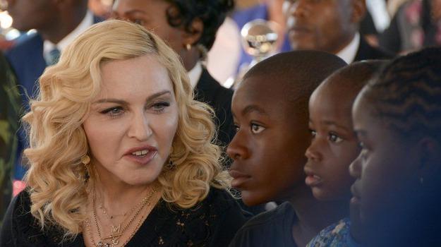 Madonna Festeggia Il Compleanno In Puglia E Balla La Pizzica
