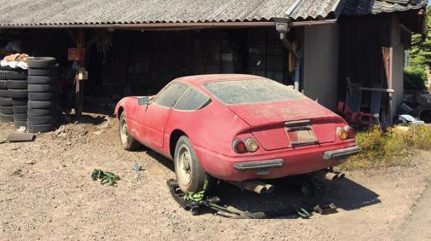 Ferrari in un fienile, Sicilia, Mondo
