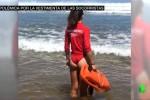 """Bagnine troppo sexy a Gijon"": in Spagna pantaloni al posto dei bikini"
