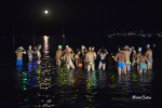 Tuffi in mare e stelle cadenti: la notte di san Lorenzo accende la spiaggia di Mondello